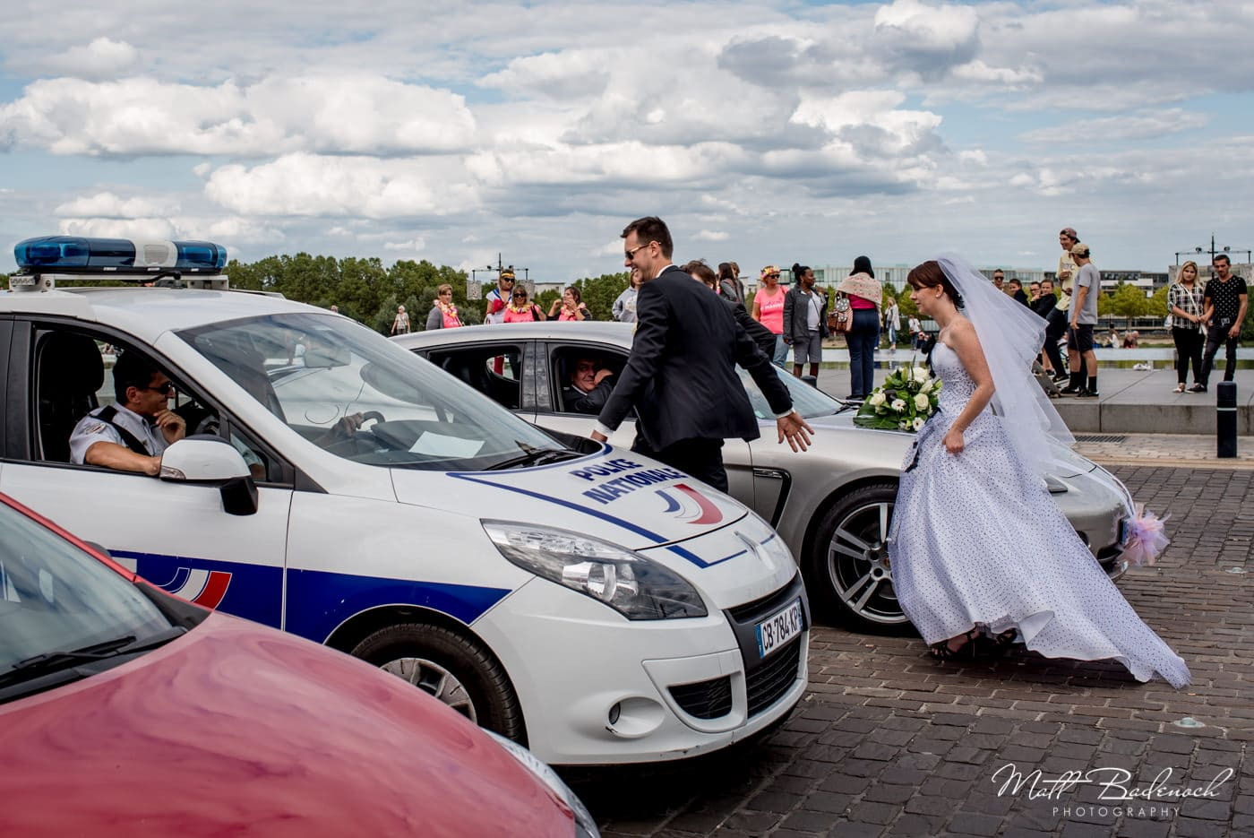 french bride in traffic stopped by police | bordeaux street photography