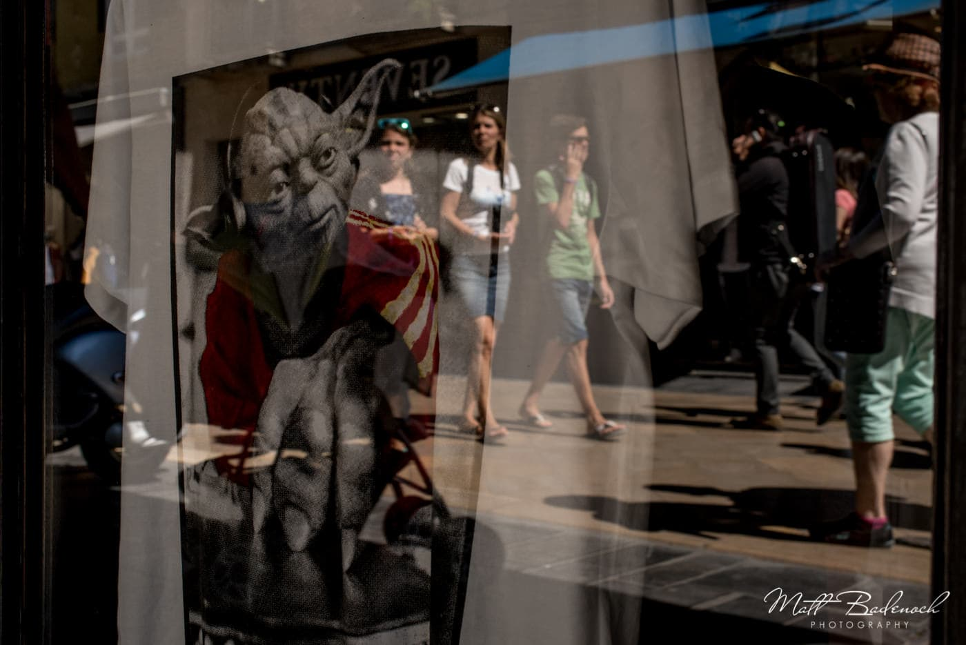 yoda t-shirt, rue sainte-catherine, star wars | bordeaux street photography
