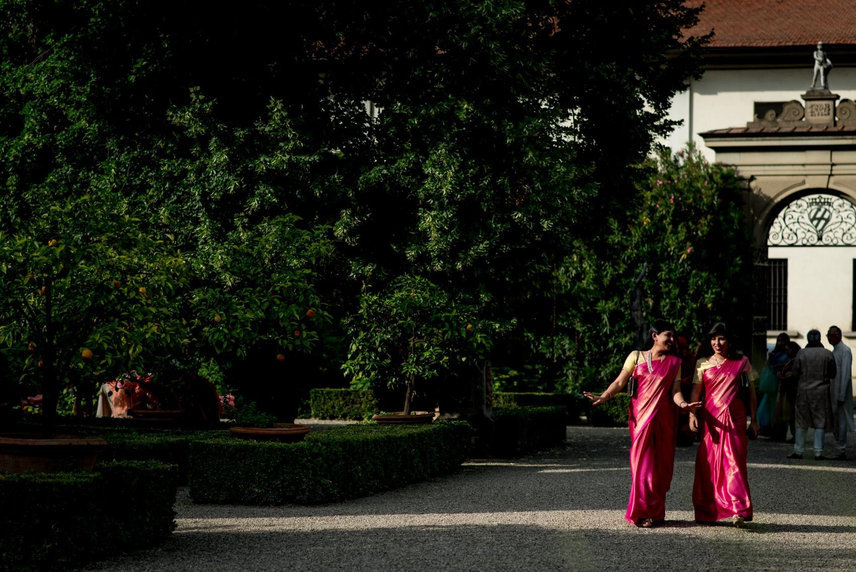 wedding guests exploring Giardino Corsini al Prato