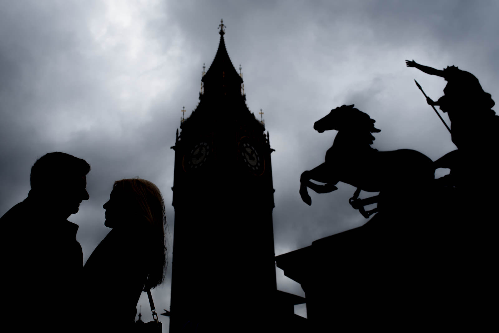 silhouette of couple in front of Big Ben and horse statue on their engagement shoot