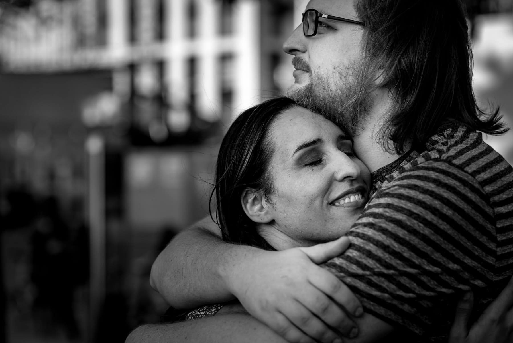Black and white photo of a couple hugging in London during their proposal shoot