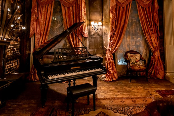 A grand piano in the saloon of Brunswick House wedding venue in london