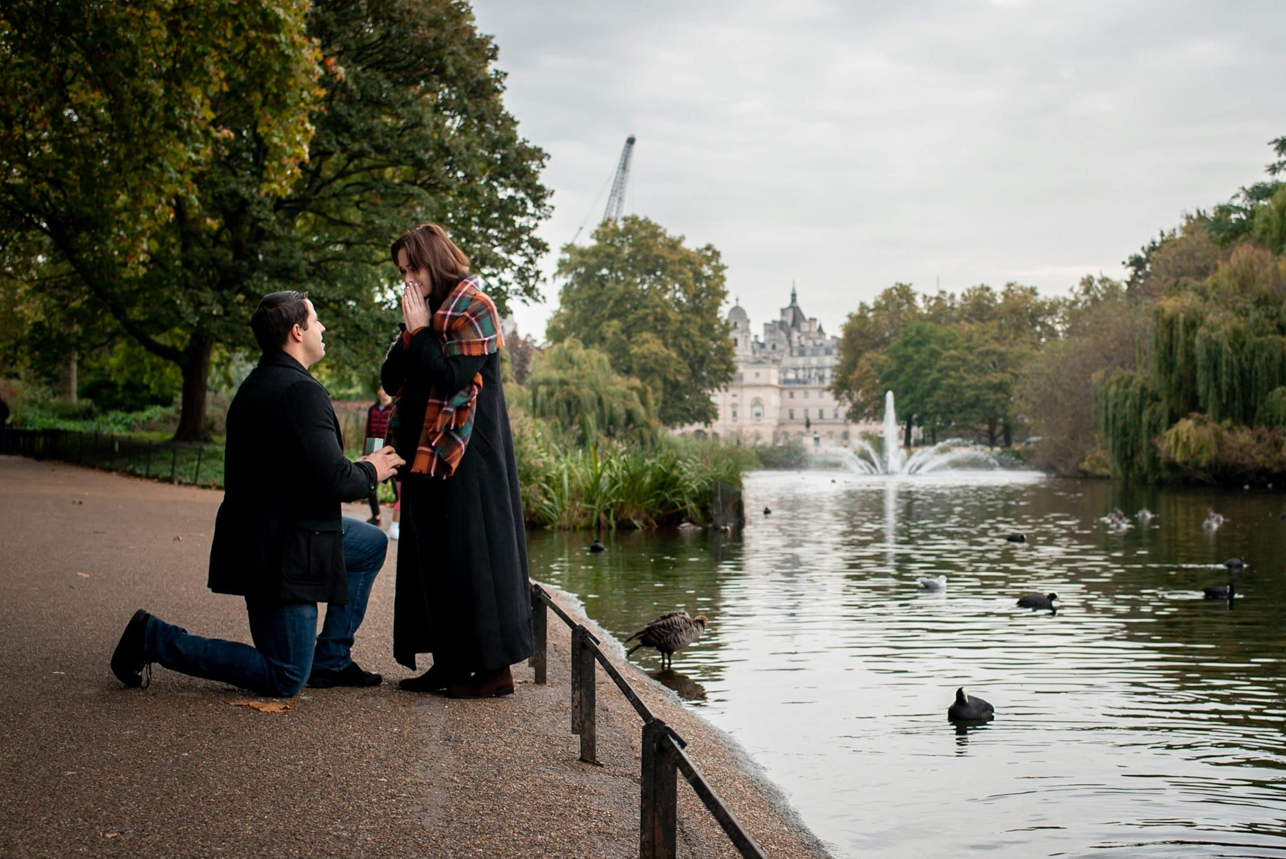 photo of man proposing to his girlfriend in Regents Park, London